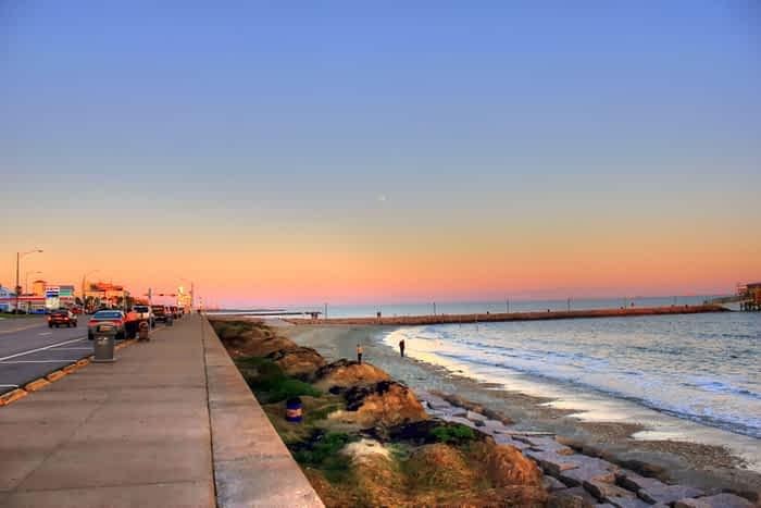gfp-texas-galveston-shoreline-of-seawall-blvd