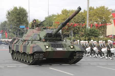 49415314-istanbul-turkey-october-29-2015-tank-in-vatan-avenue-during-29-october-republic-day-celebration-of